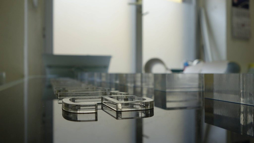 werbeanlange-aus-acrylglas-3